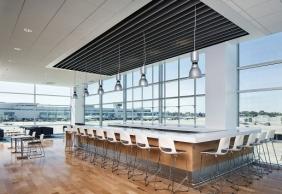EL Hobbs San Diego International Airport Airspace Lounge